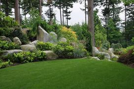 Skalniak przed domem i w ogrodzie: pomysły i inspiracje na aranżacje